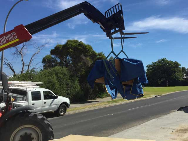 Delivery of the Aurora close to Perth with the assistance of a crane